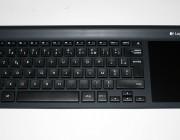 Logitech_Wireless_All-in-One_Keyboard_TK820-03