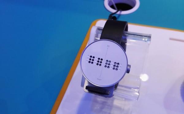 dot watch montre connectee pour aveugle