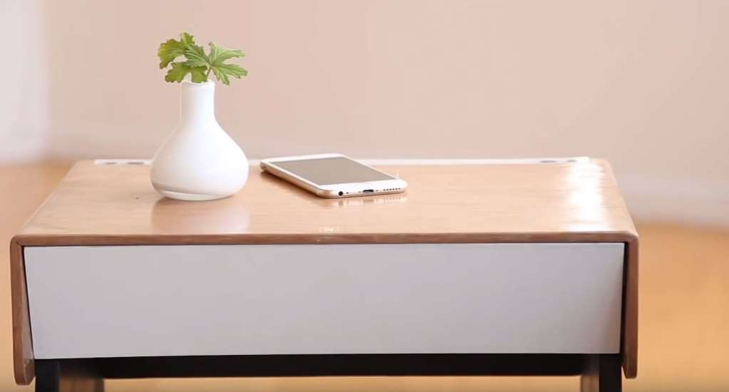 curvilux une table de chevet connect e. Black Bedroom Furniture Sets. Home Design Ideas