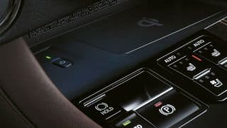 Lexus RH450L qi charging