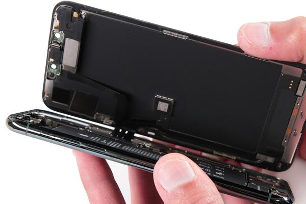Démontage de l'iPhone 11 Pro MAX 02